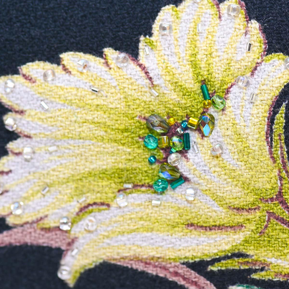handbeaded clutch tropical flower on black DSC 6192